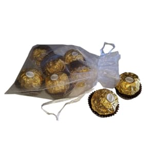 8 Fererro chocolates in organza bag